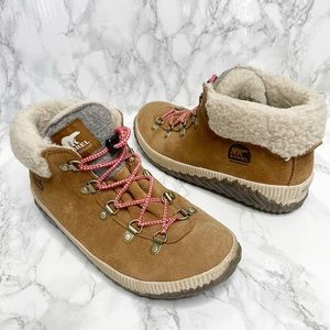 Sorel Out About Conquest Ankle Boot Shearling Tan